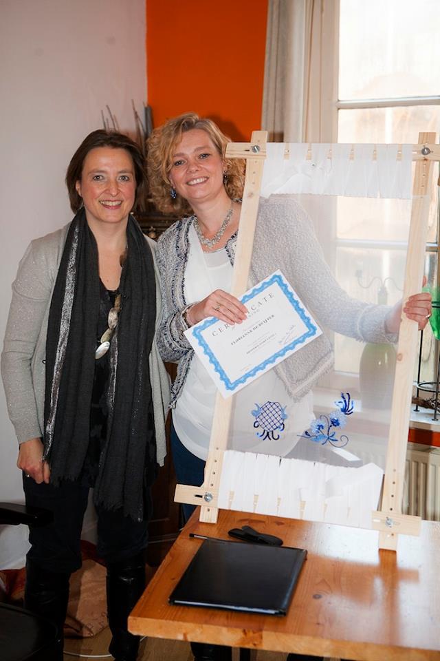 Florianne toont trots haar 'Delfts Blauw' èn certificaat!