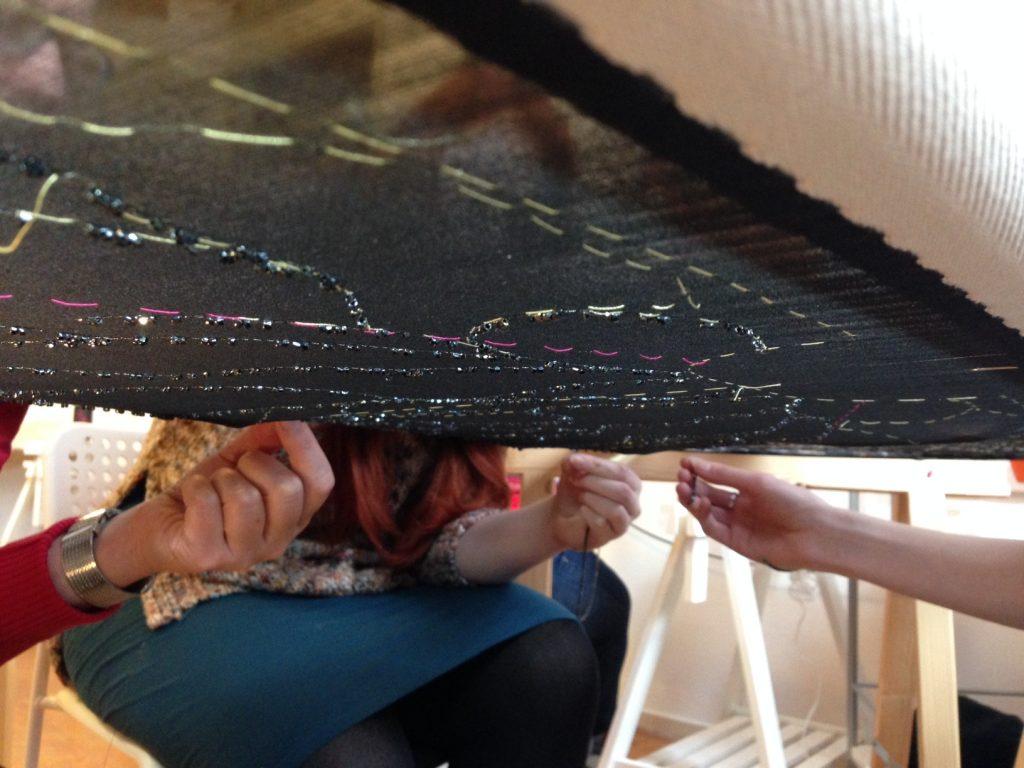 Kralen worden aan de verkeerde kant van de stof verwerkt