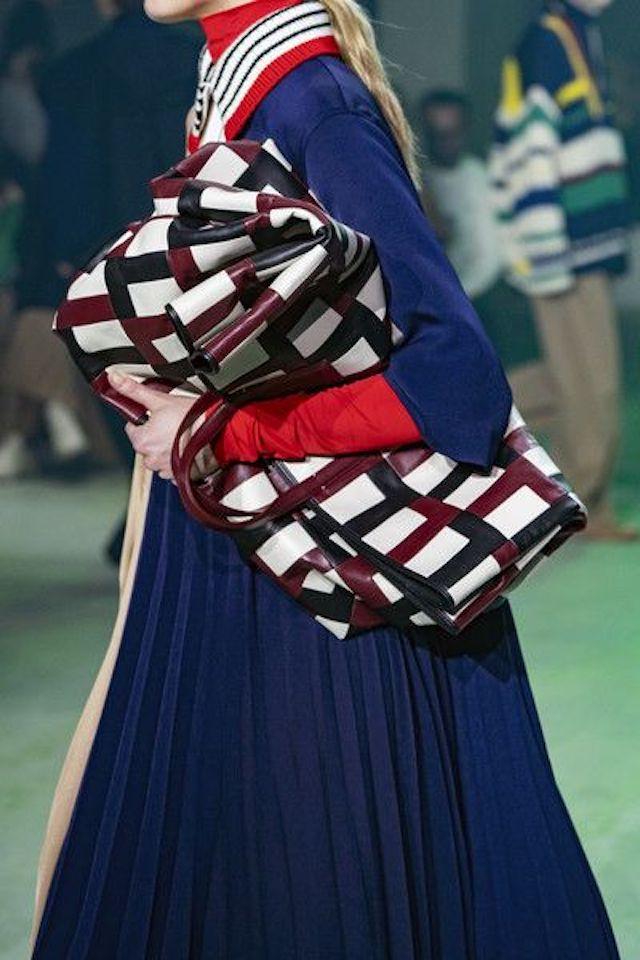 trends in handtassen: de gevouwen grote tas