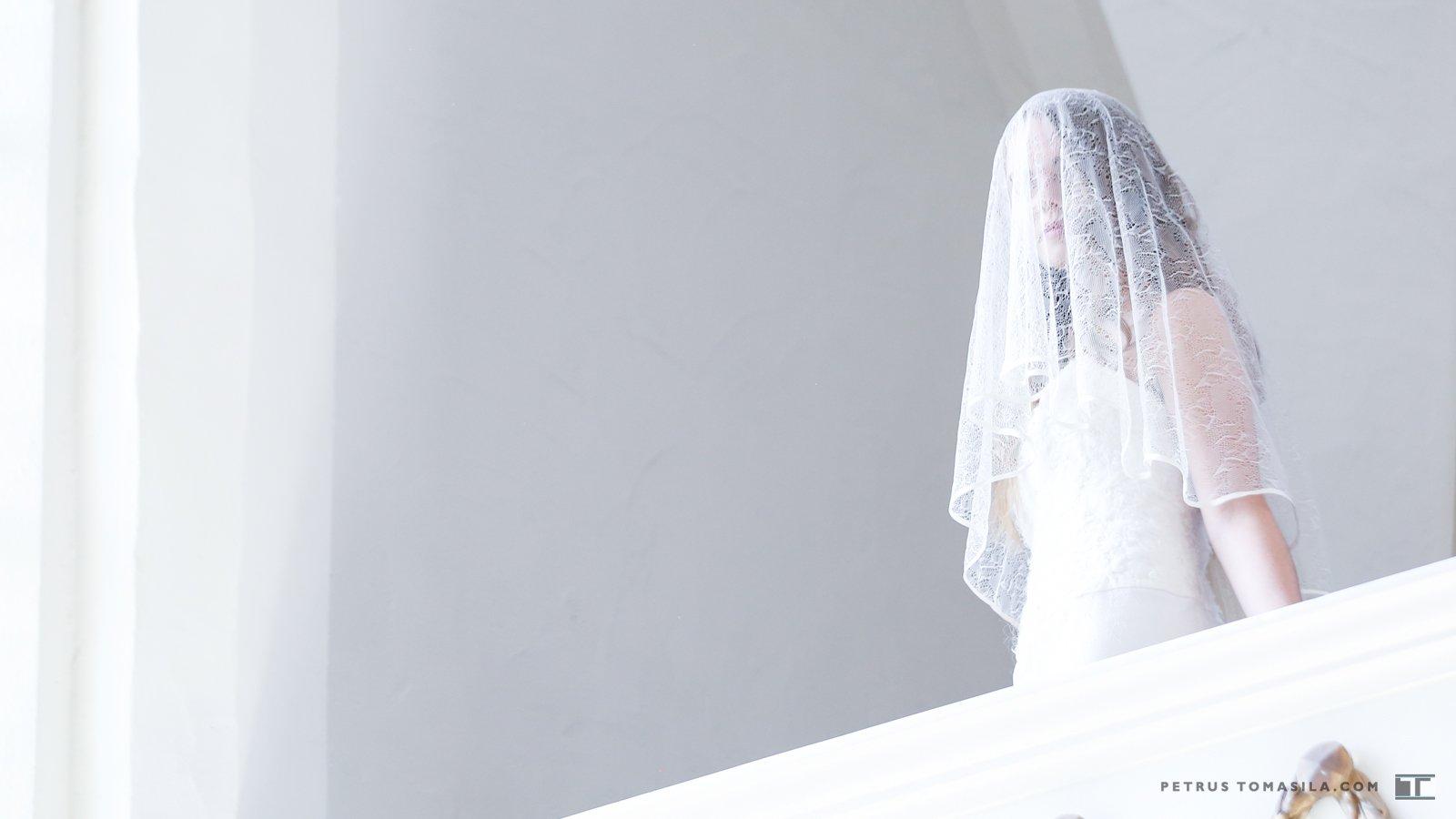 Bruid met sluier in Gasthuiskerk Doesburg (bij het orgel)